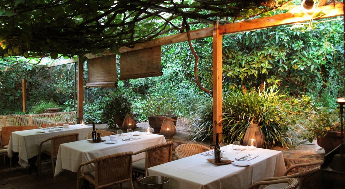 Las mejores terrazas de barcelona para tomar algo en verano for Restaurante casa jardin