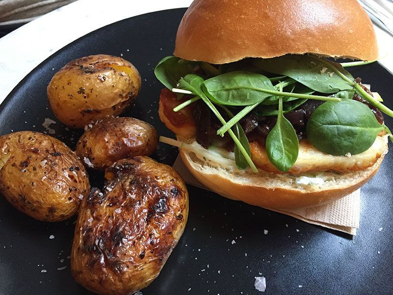 hamburguesa-vegetariana-bendita-helena-restaurante-vegetariano-barcelona